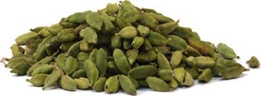 Cardamom in der Schale ganz grün